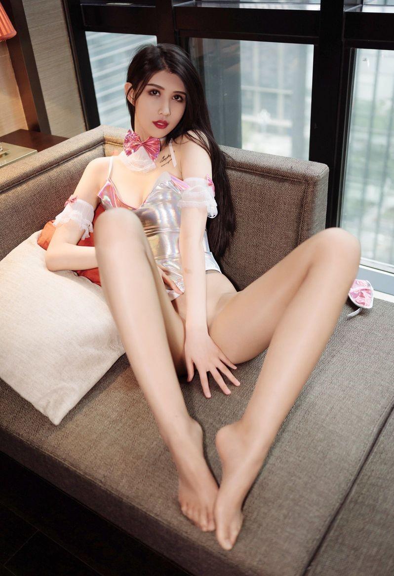 Qingdao babes escort